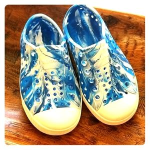 Native Jefferson Blue Swirl  Size 8